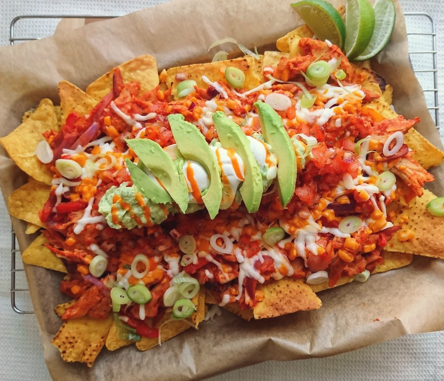 "Vegan Loaded ""Chicken"" Fajita Nachos"