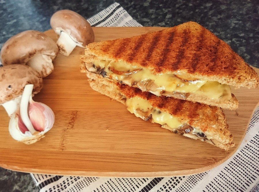 Herby Garlic Mushroom CheeseToastie